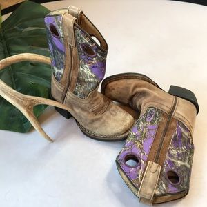 Girls western boots with purple accent